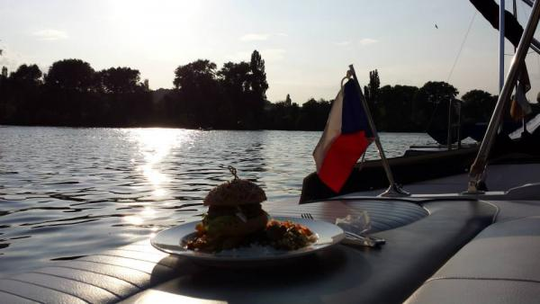 Prague Private River Cruise & Food
