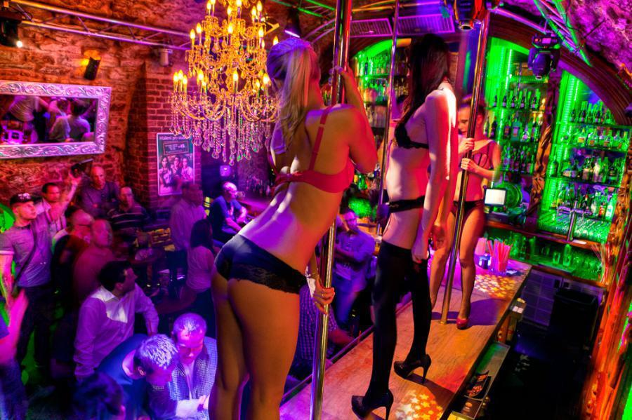 prague stag party weekend last nigh of freedom strip club and stripper show nightclub entry pub crawl clubbing
